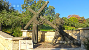 Gesù abbraccia la croce